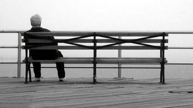 Người già cô đơn